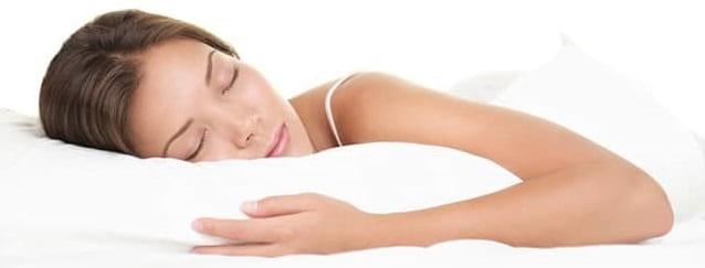 بالشهای گوه مخصوص افرادی که روی شکم میخوابند برای کمک به دیسک گردن