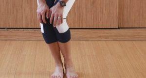 رول زانو از ورزش مناسب برای زانو درد