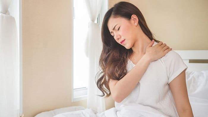 طرز صحیح خوابیدن برای دیسک گردن (استفاده از پشتی و تشک مناسب)