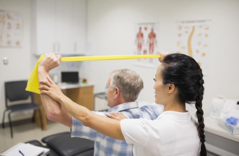 گزینههای درمانی برای تنگی نخاع