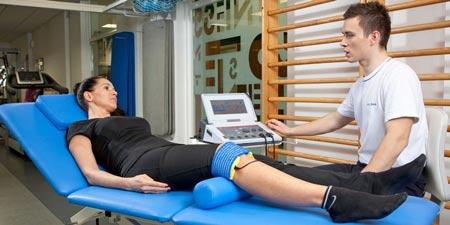 توانبخشی و فیزیوتراپی برای درمان در رفتگی کشکک زانو